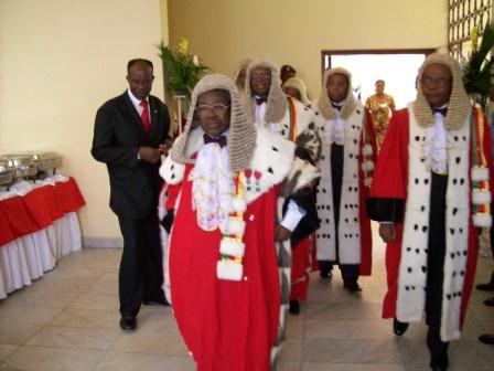 Examen des recours la cour suprme du cameroun hors la loi for Haute juridiction administrative