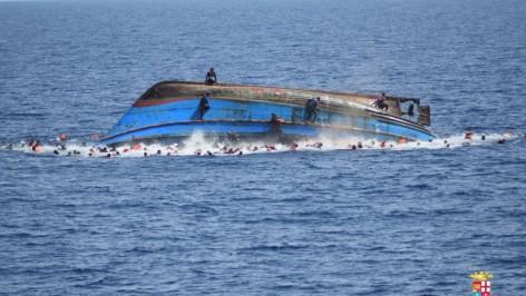Les migrants effectuent la traversée sur des embarcations inadaptées.