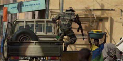 Un soldat de l'armée malienne à Gao
