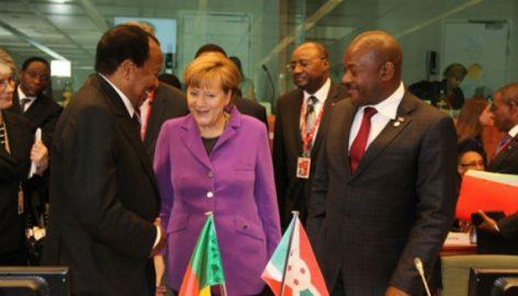 Le Président du Burundi avec en face le Président camerounais qu'il cite en exemple