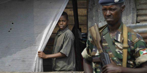 Un soldat burundais dans la ville de Bujumbura