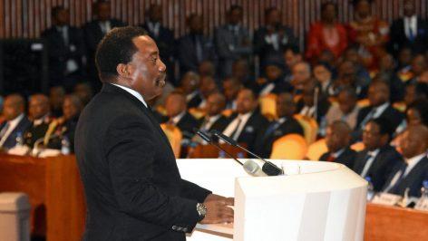 Le gouvernement du président Joseph Kabila, ici le 5 avril 2017 au palais du Peuple à Kinshasa, a passé un contrat de plus de 5 millions de dollars avec une entreprise israélienne.