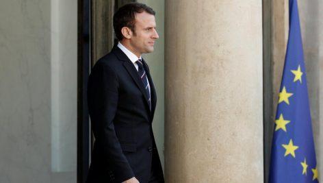 Emmanuel Macron sur le perron de l'Elysée, le 18 mai 2017. © REUTERS/Yoan Valat/Pool