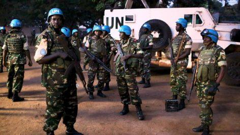 (Illustration) Casques bleus de l'ONU aux abords du quartier PK5 de Bangui, la capitale centrafricaine, lors de la visite du Pape François, le 10 novembre 2015.