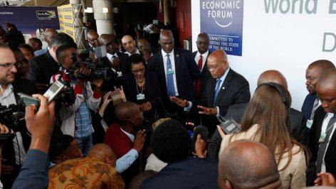 Le président sud-africain Jacob Zuma s'adressant au journalistes après son passage au Forum économique mondial pour l'Afrique, à Durban, le 3 mai 2017.