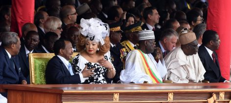 Le Chef de l'Etat Paul Biya au défilé du 20 mai 2016
