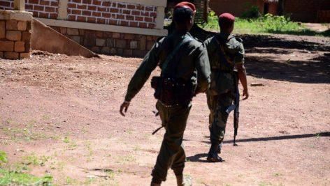 Des soldats de l'ex-Séléka en patrouille, près de Bambari, en mai dernier. © AFP PHOTO / PACOME PABANDJI