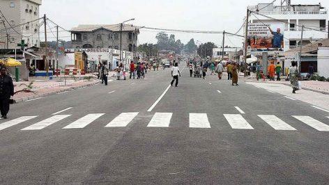 Une rue du centre ville de Brazzaville. © Wikimedia