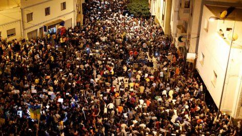 Les protestataires dans les rues de la ville d'Al Hoceïma, au Maroc, le 30 mai 2017. © REUTERS/Youssef Boudlal