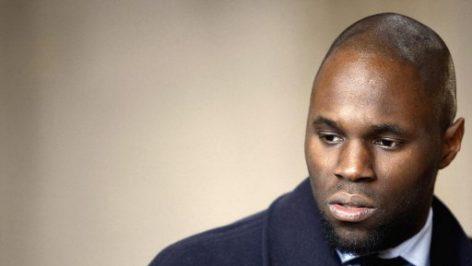Kémi Séba, le 19 février 2008 au tribunal correctionnel de Paris. Il avait été jugé pour avoir maintenu durant plusieurs mois l'existence de la Tribu Ka, un groupuscule noir ultra-radical et antisémite pourtant dissout en juillet 2006.