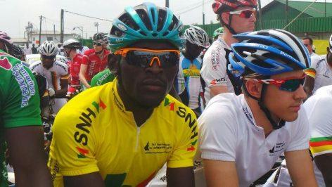 Clovis Kamzong Abossolo (en jaune)