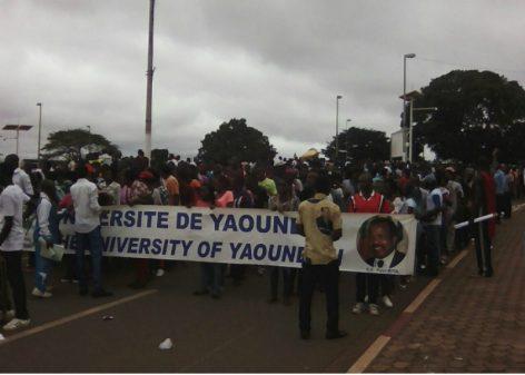 Les étudiants marchent pour remercier Paul Biya du don d'ordinateurs