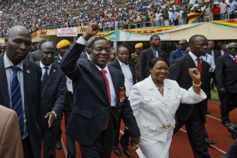 Emmerson Mnangagwa, lors de sa prestation de serment en tant que nouveau président du Zimbabwe, le 24 novembre 2017.
