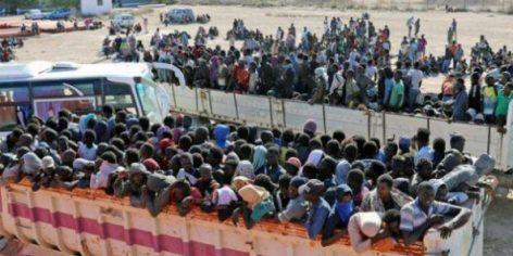 Des migrants subsahariens pris en charge par le HCR mi-octobre 2017, après avoir été découverts aux alentours de Sabratha, où ils étaient retenus prisonniers par des milices.