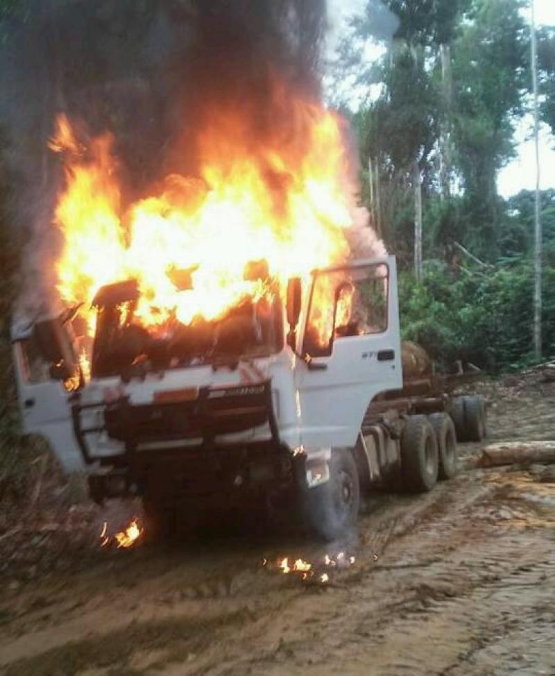 camion-incendie-par-les-assaillants